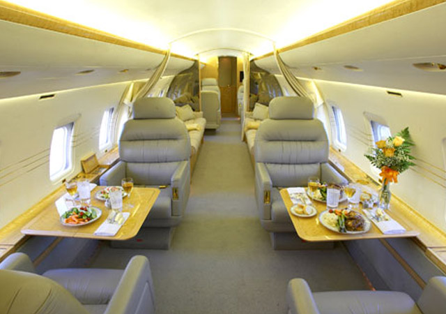Book large jet Challenger 850